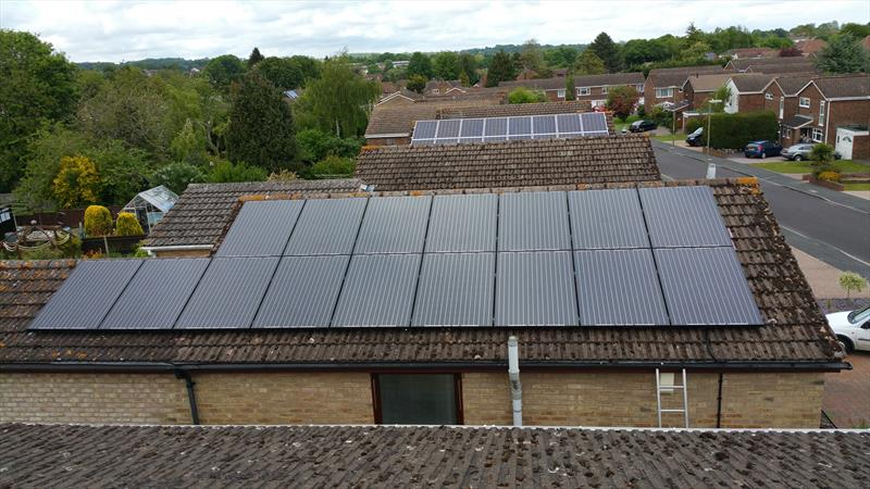 4 KW DOMESTIC PV SYSTEM IN WINDERMERE AVENUE, BASINGSTOKE, 250W, 8.33 SOLAR MONO CRYSTALLINE (GALLIUM) BLACK MODULES